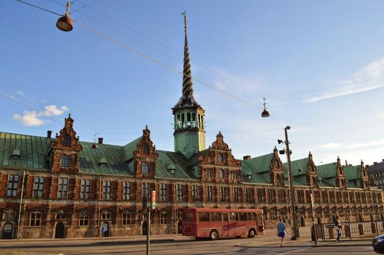dánsko, denmark, copenhagen, stock exchange, kodaň, red brick building, English
