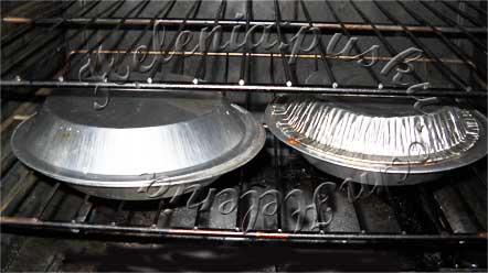 добавляем половину сыра, перемешиваем, накрываем фольгой и ставим в в горячую 200 С духовку на 20 минут
