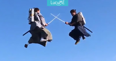 Dua Samurai Ini Bertarung di Udara Pakai Jet Packs, Greget Abis!