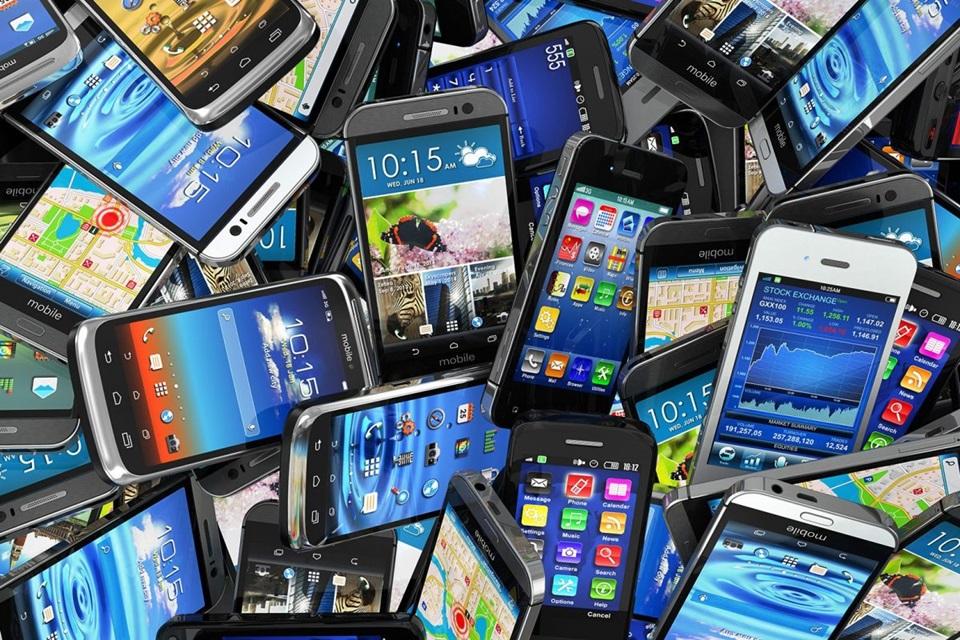 Evualan baja aranceles a celulares importados