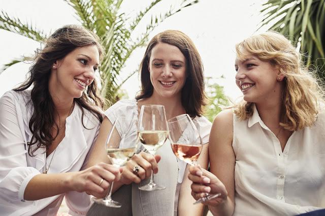 Die Naheweinmajestäten Clarissa, Franziska und Laura (v. l.)
