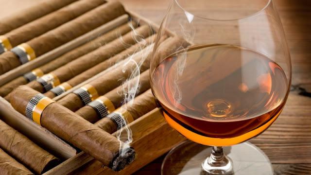 Sigari e whisky di Cuba