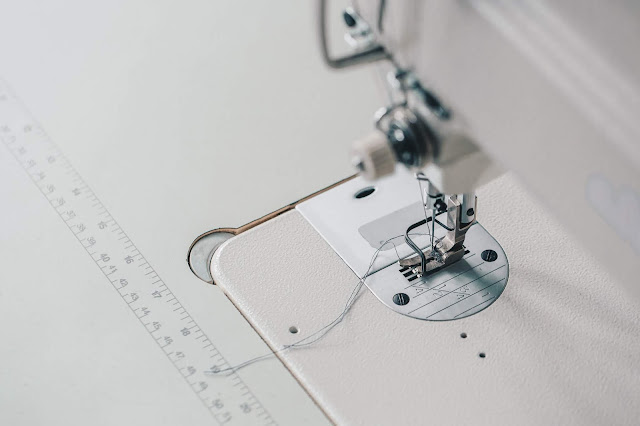 how do you thread a sewing machine