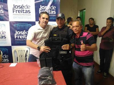 José de Freitas (PI): realizou a entrega de fardas para a Guarda Municipal