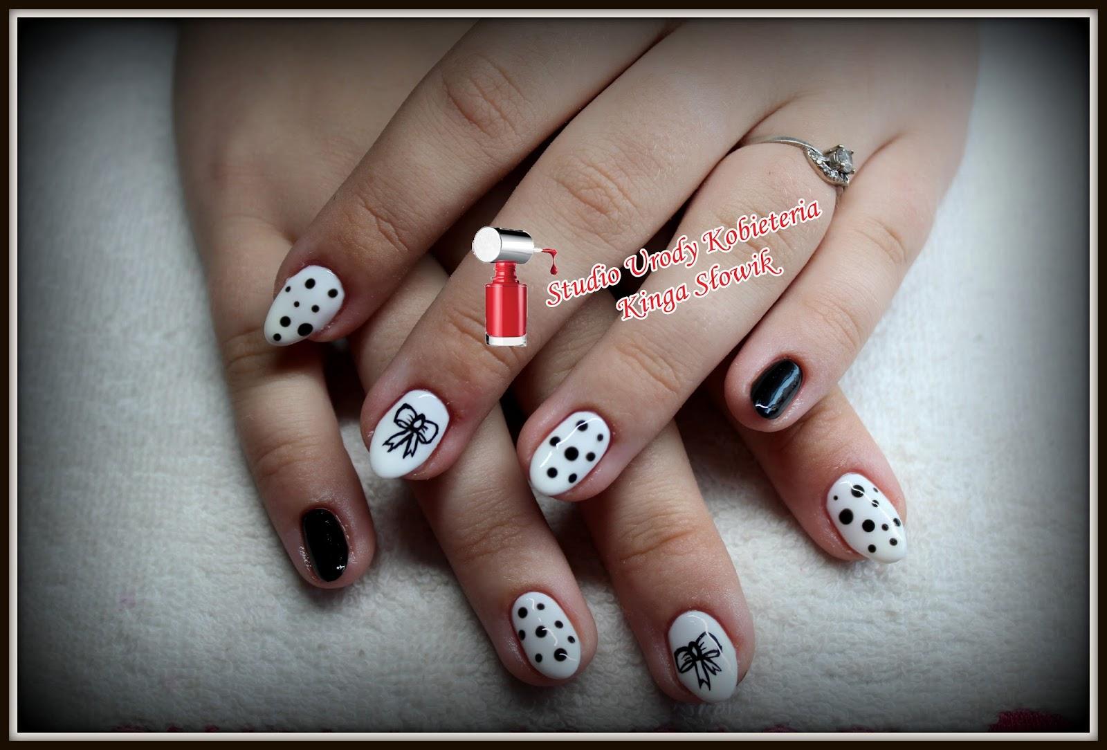 Biało Czarny Manicure