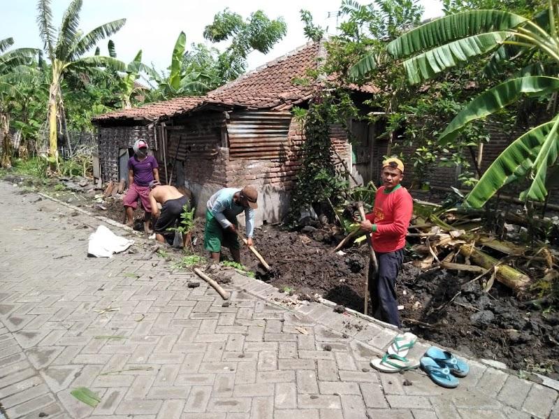 Babinsa Raci Pantau Pembangunan Plengsengan