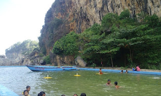 Pemandian Kolam Renang Pantai Taman Hadiwarno Pacitan
