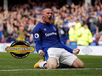 Giggs Meminta Kepada Rooney Untuk Tidak Sungkan Jika Mencetak Gol Di Old Trafford