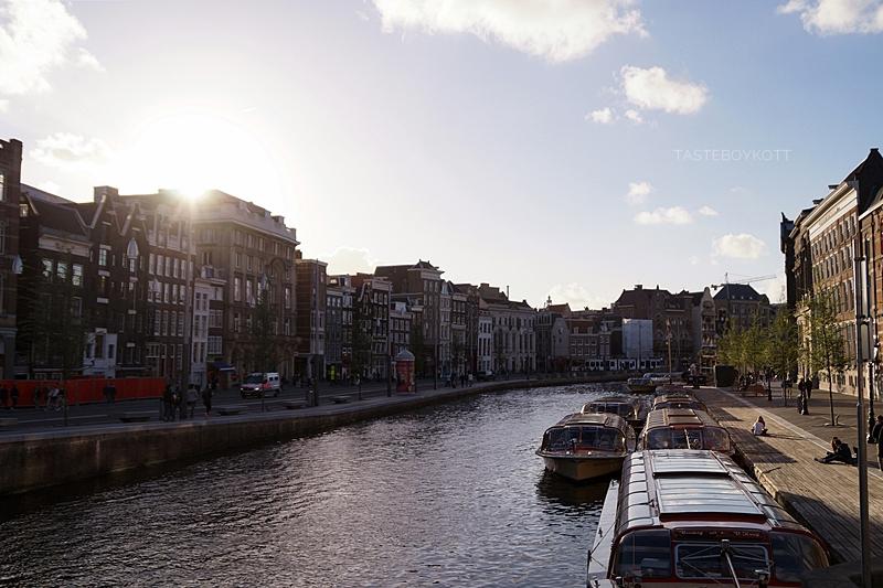 Amsterdam Sommer-Reisetipps | Grachten während Sonnenuntergang | Interrail Juli 2017 | Tasteboykott