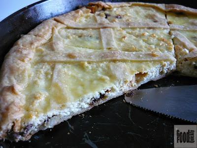 Plăcintă cu brânză de vaci și stafide