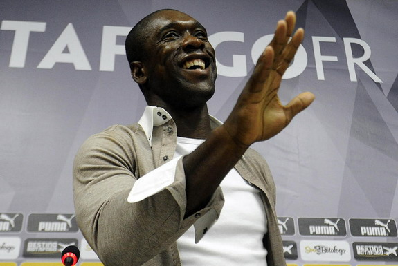 Clarence Seedorf gestures during his farewell press conference at Brazilian club Botafogo