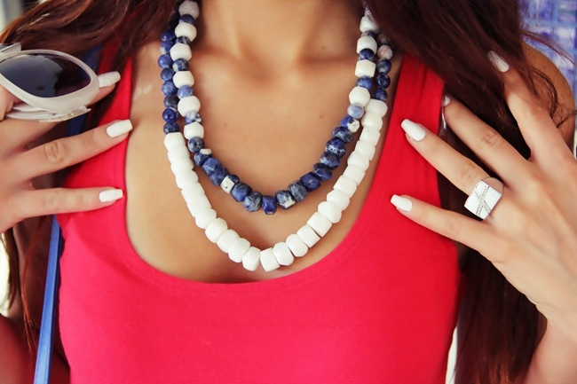 Glam Chameleon Jewelry Santorini two layer necklace from white agate and sodalite