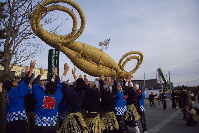 Kamezuka Neriba (Big Sacred Rope Parade), Seirou Town, Niigata Pref.