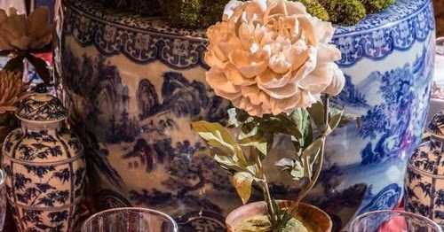 Setting Chinoiserie Table For Holidays together with Tablescapes moreover Wedding Decor Ideas How Create Winter Wonderland Wedding likewise Decorating With Blue White together with Weeks Worth Wallpaper Ideas Chinoiserie. on chinoiserie room settings