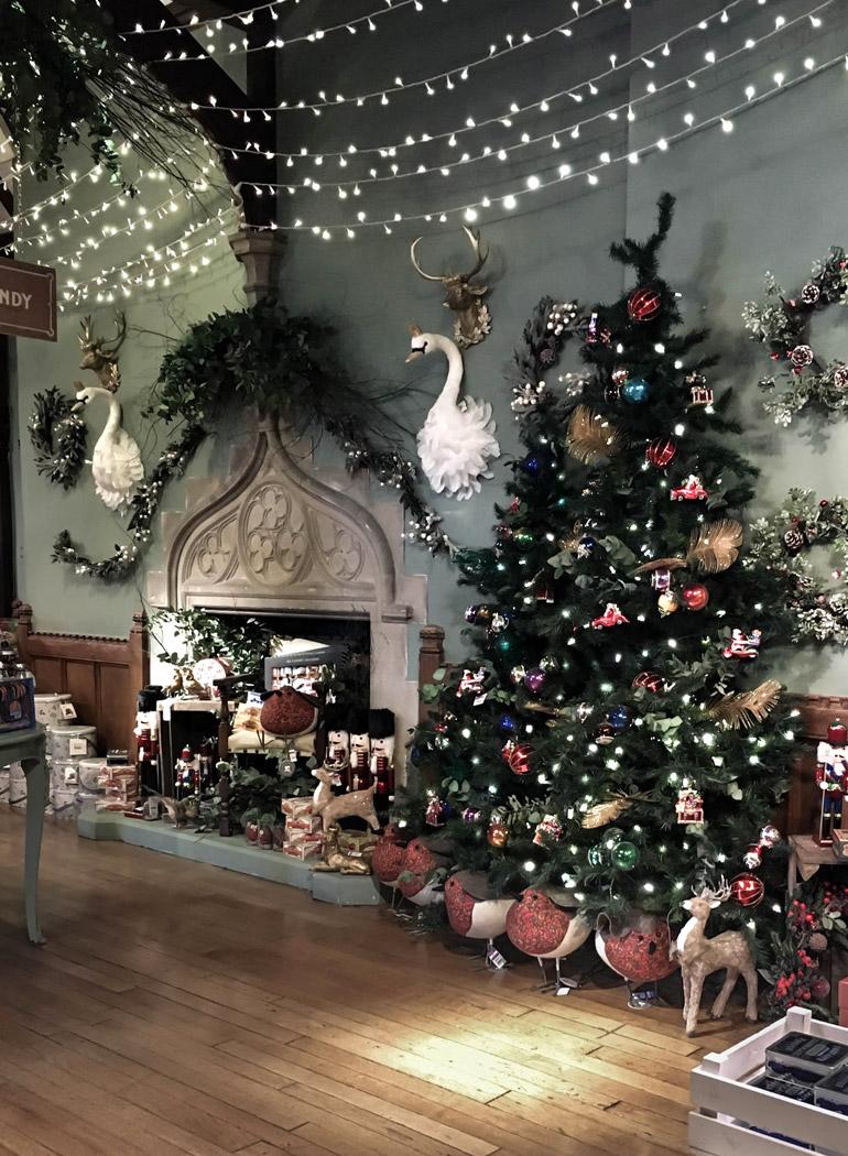 london-christmas-shopping-liberty-tienda-navidad-arbol