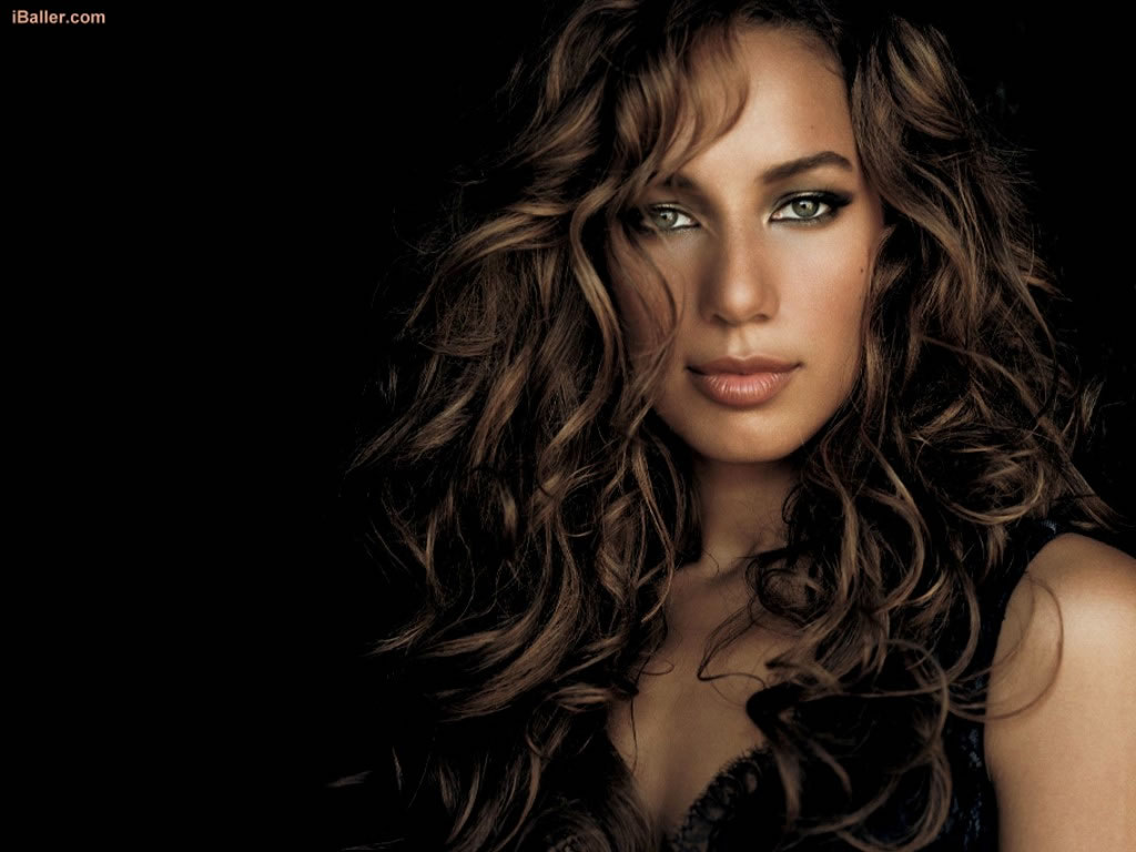 Leona redhead model