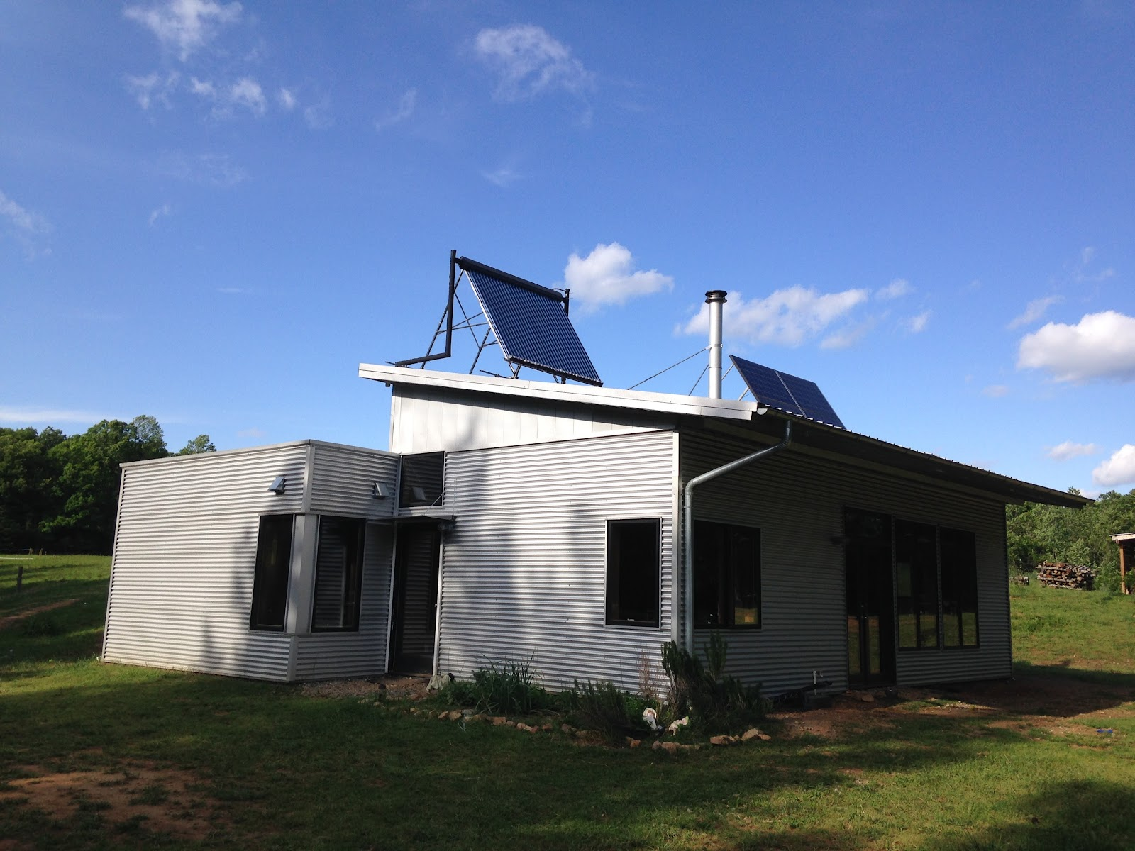 Off The Grid Prefab Homes Modern Off Grid Prefab House Contemplates The Zombie Apocalypse