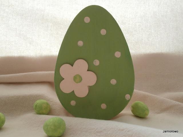 wielkanocne jajko w kropki z drewna