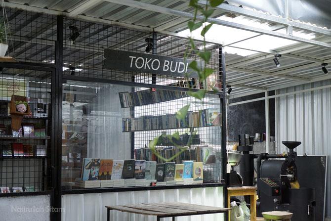 Indie Book Corner di kedai kopi