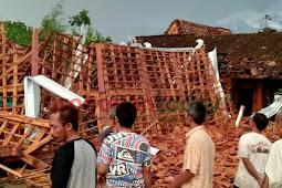 Puting Beliung Robohkan 7 Rumah di Desa Tlogotirto