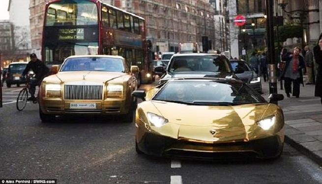 مليارديرسعودى يتجول فى لندن بأسطول سيارات  مصنوعة من الذهب
