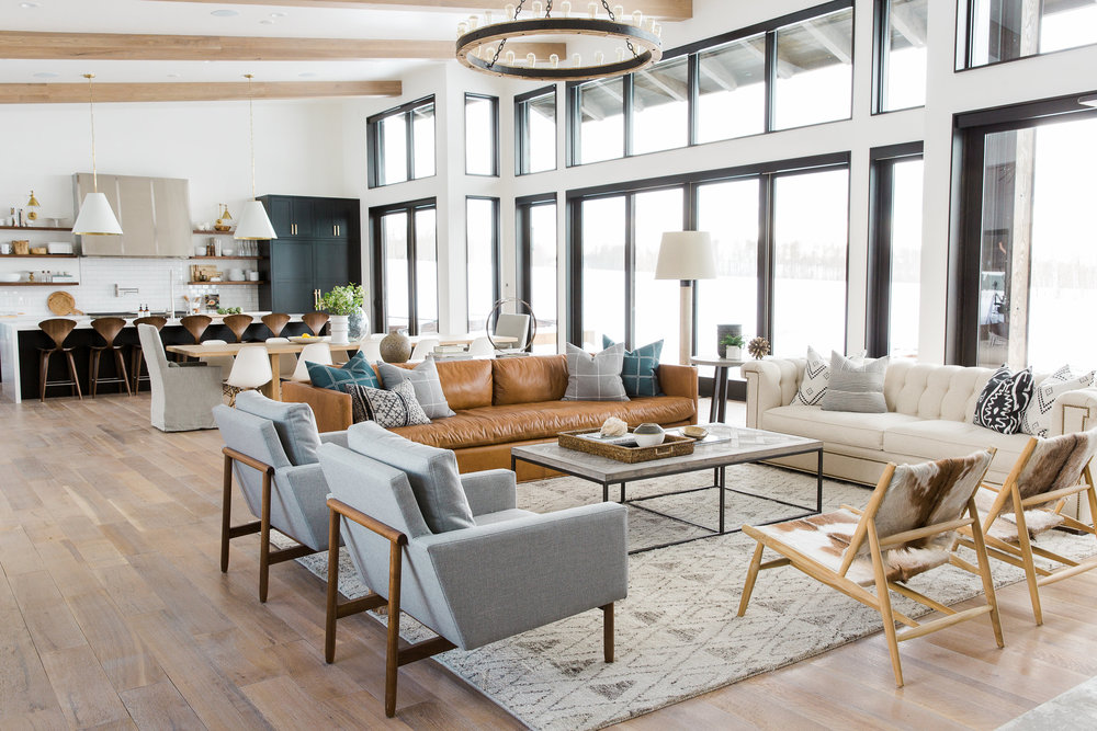 Modern farmhouse style family room in mountain house by Studio McGee