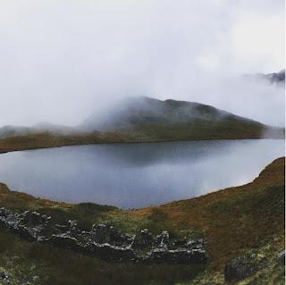 Những hồ nước phủ sương mơ màng khi sang đông 6