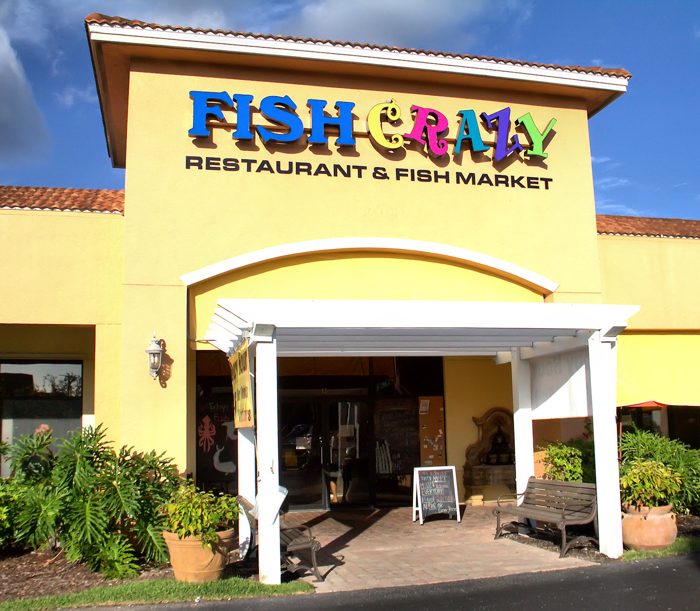 Southwest florida forks happy hour at fish crazy closed for Crazy fish restaurant