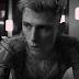 "Machine Gun Kelly libera o clipe da faixa ""LATELY""; confira"