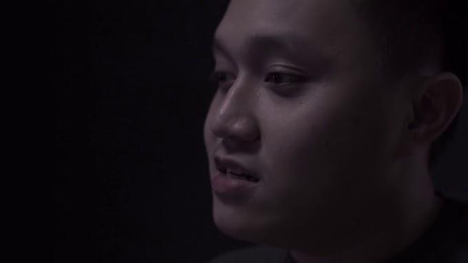 """Video Pesan Kematian Oka Mahendra untuk Awkarin Di Youtube,""""Gravity"""" dan """"You"""". Caption Videonya Bikin Merinding."""