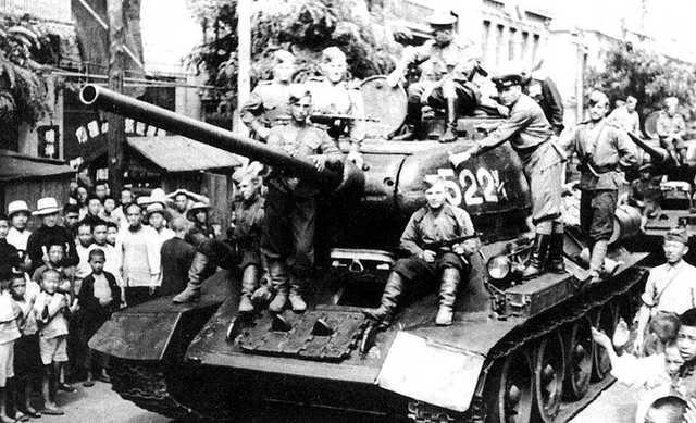 Soviets Manchuria T-34-85 worldwartwo.filminspector.com