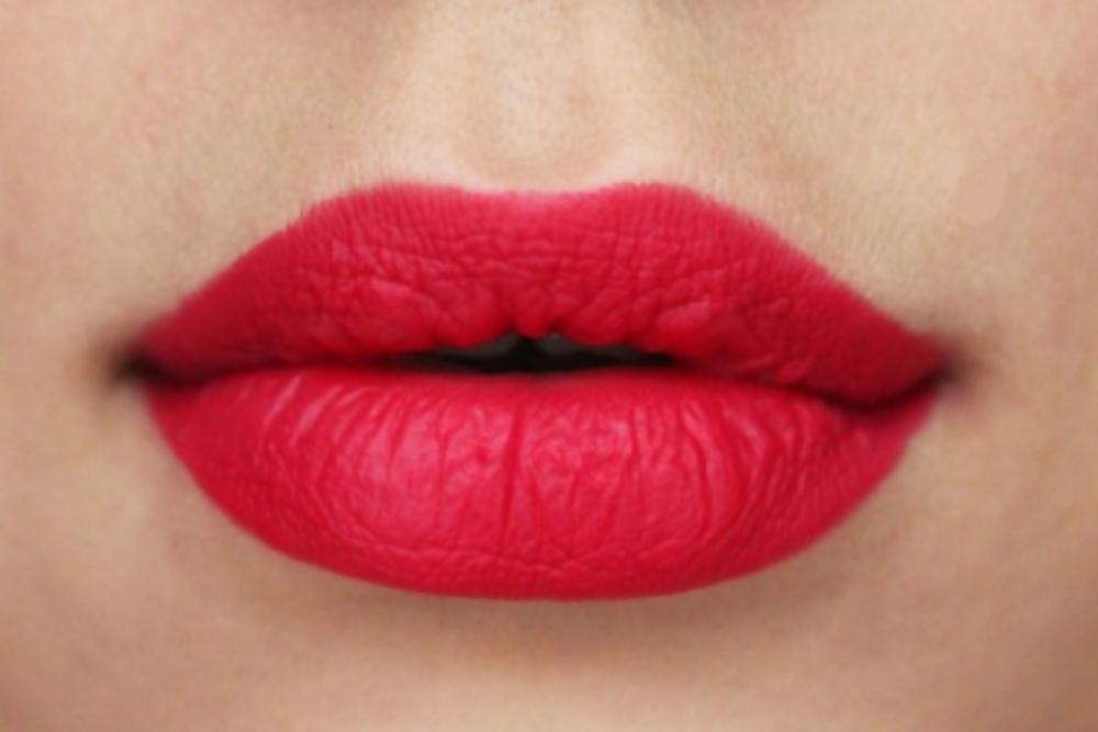 """Leuchtendes Rot, seidiges Finish: Der """"Retro Matte Liquid Lipcolour """" von Mac ist der neue Bestseller"""