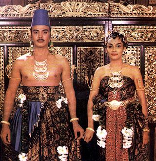 18.+pakaian adat Yogyakarta pakaian tradisional Yogyakarta busana adat Yogyakarta