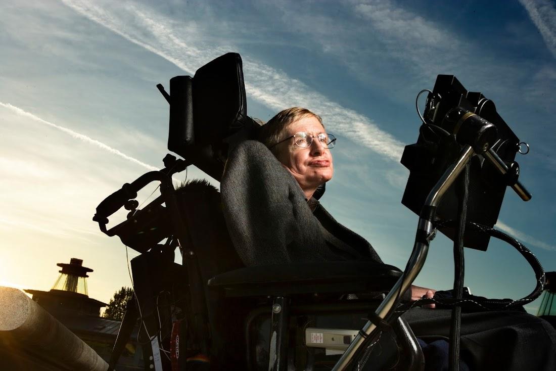 Stephen Hawking được bổ nhiệm làm Giáo sư Lucasian về Toán học ứng dụng và Vật lý lý thuyết ở Đại học Cambridge từ năm 1979 đến năm 2009. Đây là vị trí rất danh giá mà Isaac Newton cũng từng là người từng nắm giữ vị trí này. Hình ảnh: Murdo Macleod/the Guardian.