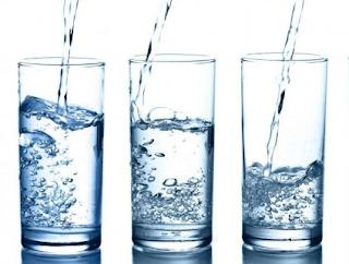 cara mempercantik wajah secara alami dengan minum air putih yang banyak