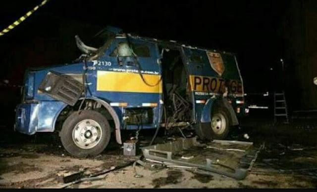 Marginais explodem carro-forte, matam vigilante e atiram em PMs em rodovia de SP