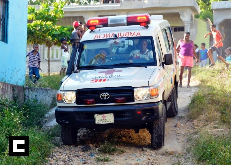 Haitiana da a luz y lanza bebé por un callejón en Santo Domingo Este