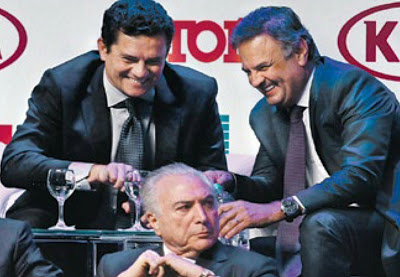 O senador Aécio Neves e o Juiz da Lava Jato Sergio Moro se divertindo em evento da Istoé