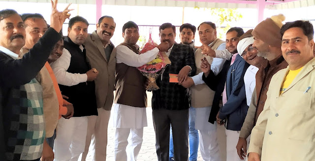 On the BJP's victory, the legislator, Techchand Sharma, made the people of Sithla's mouth sweet
