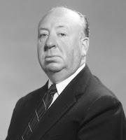 Fotografía de Alfred Hitchcock. Nariz prominente, casi calvo, algo rechoncho y con traje y corbata