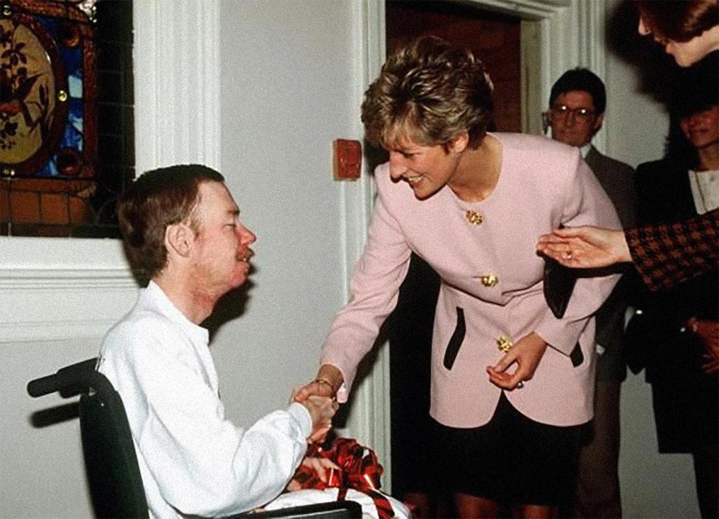 Image result for princess diana shakes hand of AIDS sufferer