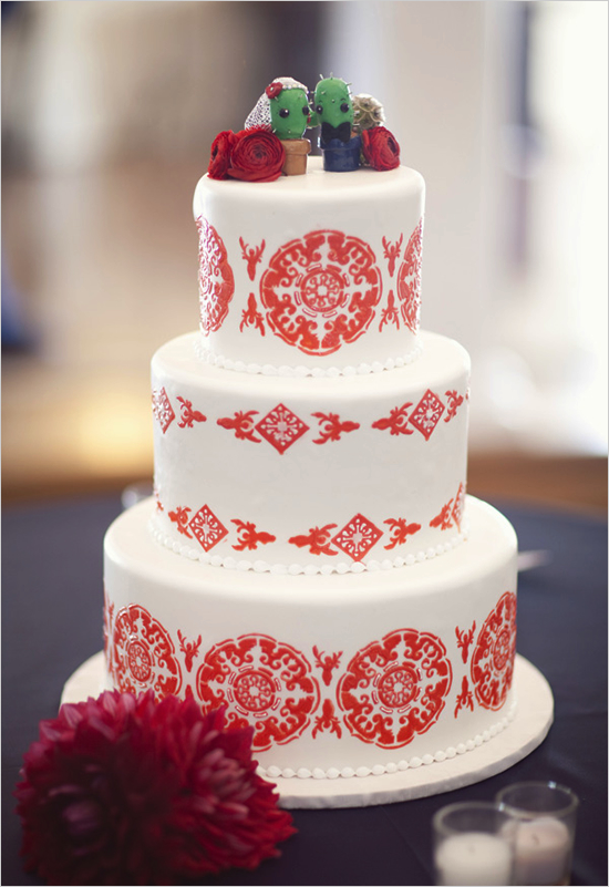 Wedding Cakes Pictures: Romantic Red and White Wedding Cake