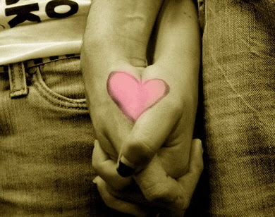 4 Macam Cara Bergandengan Tangan Dengan Kekasih