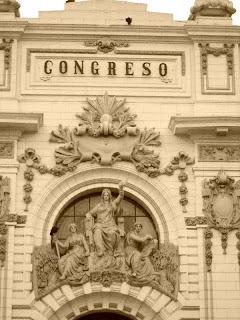 Fachada do Museo del Congreso y de la Inquisición, em Lima