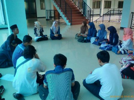 Forum Kamisan Mahasiswa PUSAT FISI Pilih Psikologi sebagai Tema Kajian