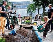 Bron: Amsterdam Rainproof wil regenwater benutten. FOTO: MERLIJN MISCHON FOTOGRAFIE. Op pagina 7 van Nationale klimaatadaptatiestrategie 2016