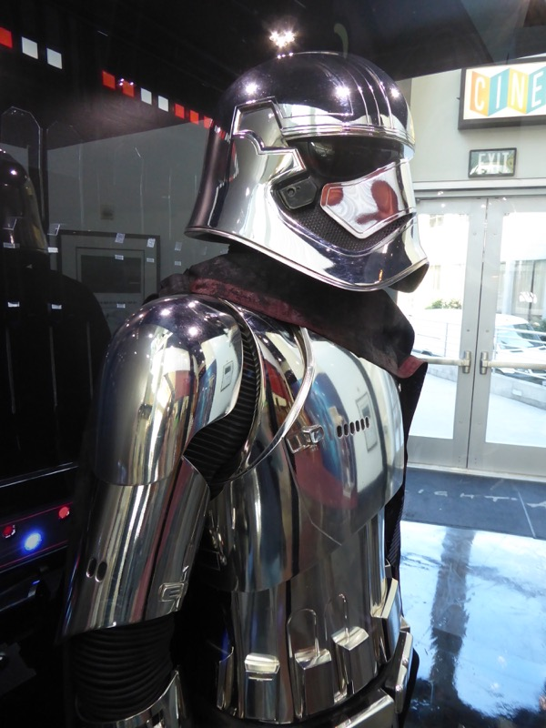 Star Wars Last Jedi Captain Phasma armor