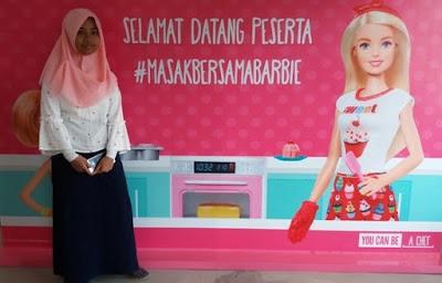 teteh rafa shahira sebagai peserta masak bersama barbie chef stella lowis di almond zucchini cooking studio jakarta nurul sufitri blogger