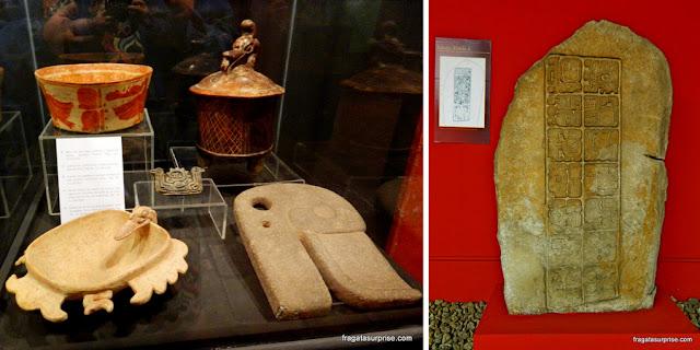 Artefatos maias no Museu de La Compañia, Antigua, Guatemala