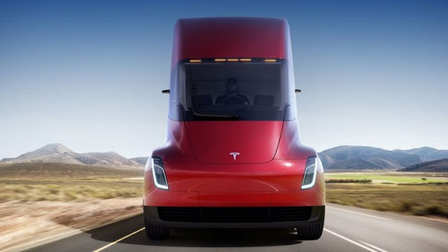 شركة تيسلا تكشف عن شاحنة كهربائية جديدة ببطارية  تمشي 800 كيلومترا